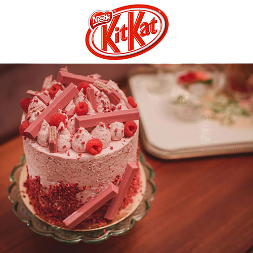 KitKat Ruby - Η κυκλοφορία μιας νέας, ροζ σοκολάτας με το όνομα Ruby δεν θα μπορούσε να μη μας εμπνεύσει για να δημιουργήσουμε κάτι ξεχωριστό: ένα buttercream layer cake με σοκολάτα KitKat Ruby και φρέσκα σμέουρα!