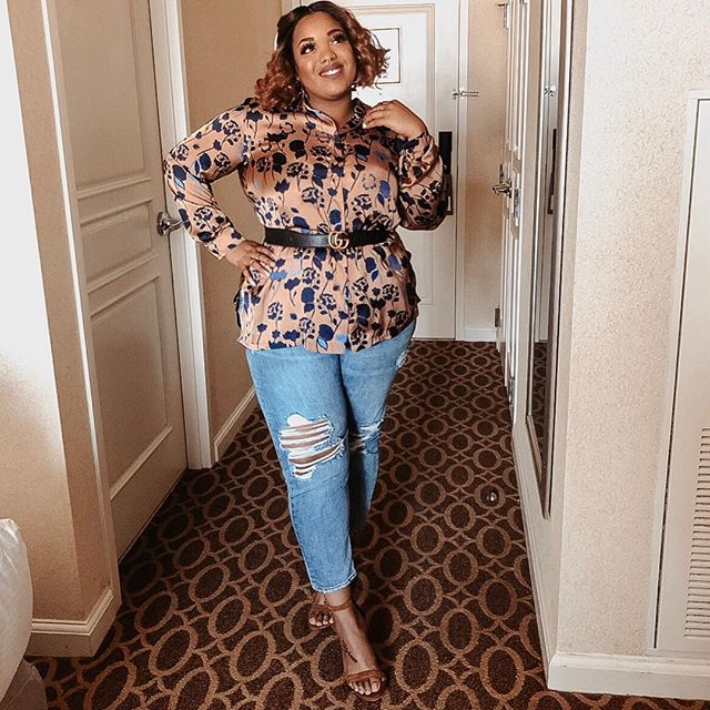One final look from this past weekend's @tcfstyleexpo I rarely wear jeans but I picked up this pair during a @macys sale a few months back and I really love them. When you find something you really like, even if it's outside of your comfort zone; give it a try!