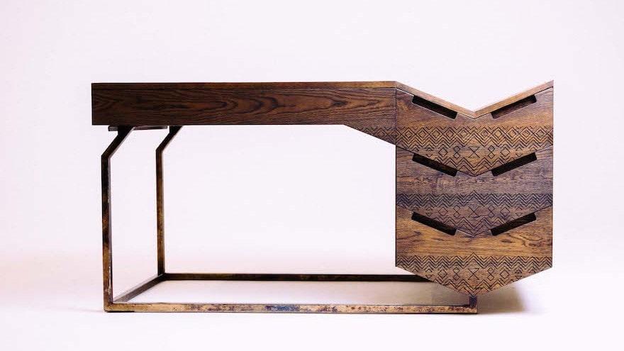 Mvelo desk.  photo credits Michelle Reynolds