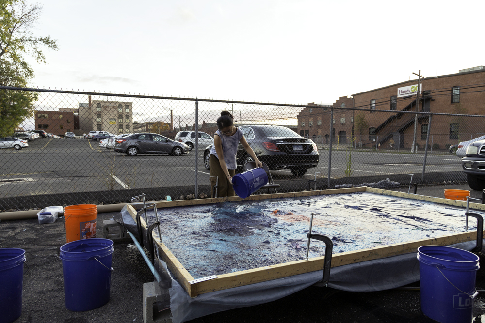 Hong completes a large-scale paper pour at the Dirt Salon in Hartford, Connecticut, 2015. Photographer: Justin O'Brien. Courtesy of Artist. © Justin O'Brien.