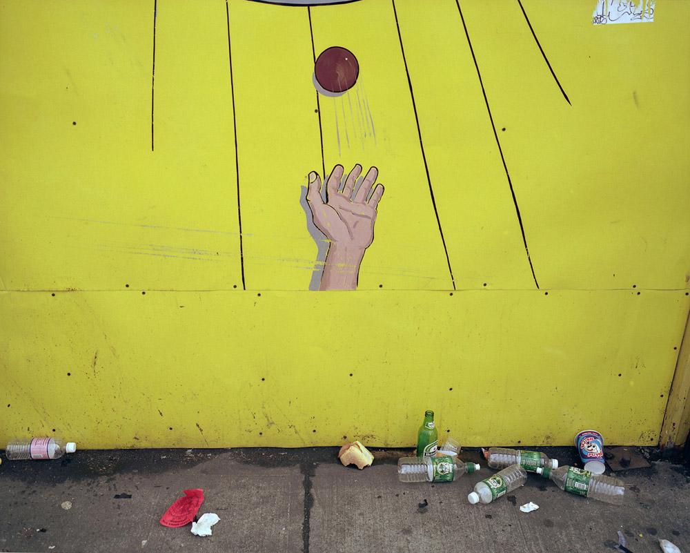 Lisa Kereszi,  Ball Toss, Coney Island, NY  (2001). Image courtesy of the artist and Yancey Richardson Gallery.