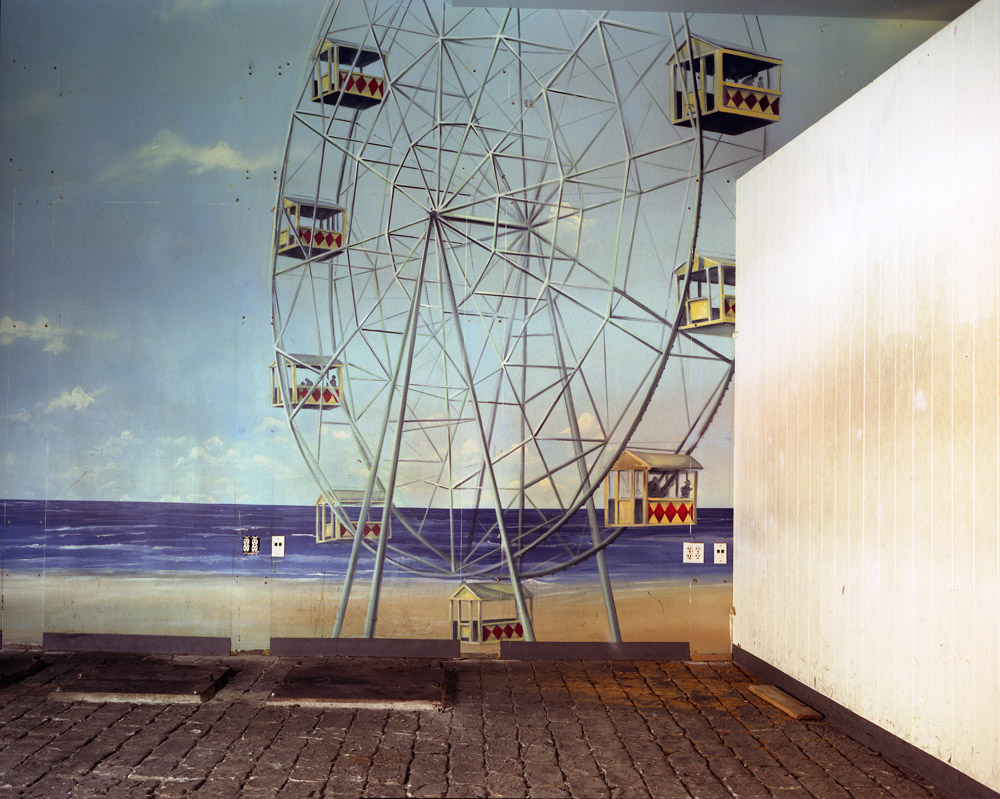 Lisa Kereszi,  Ferris Wheel mural, Broadway Arcade, Times Square  (2004). Image courtesy of the artist and Yancey Richardson Gallery.