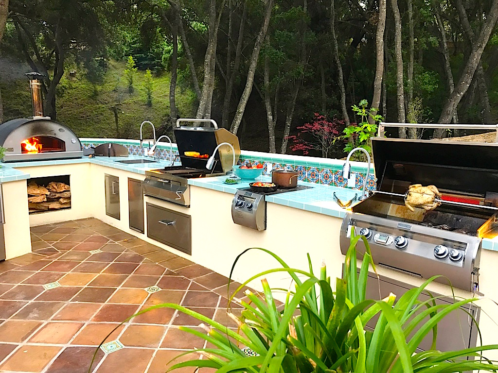 Barbeques and Pizza Oven.jpg