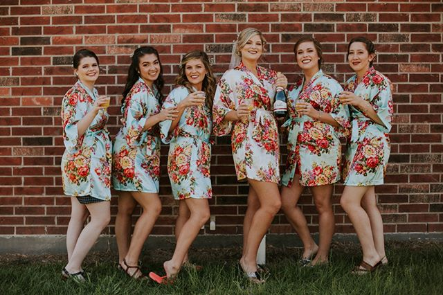 This whole bridal party was a blast to work with and help these ladies look and feel their best! Tell me these ladies don't look amazing in these fabulous robes and beautiful hair and makeup 😍💃🏻💄💍 .⠀⠀⠀⠀⠀⠀⠀⠀⠀ My most used palette this day was the beautiful @carlibel & @bhcosmetics deluxe palette specifically the gorgeous peachy shimmer shadow! .⠀⠀⠀⠀⠀⠀⠀⠀⠀ Louisiana was such a great experience, I can't wait to be back there again!