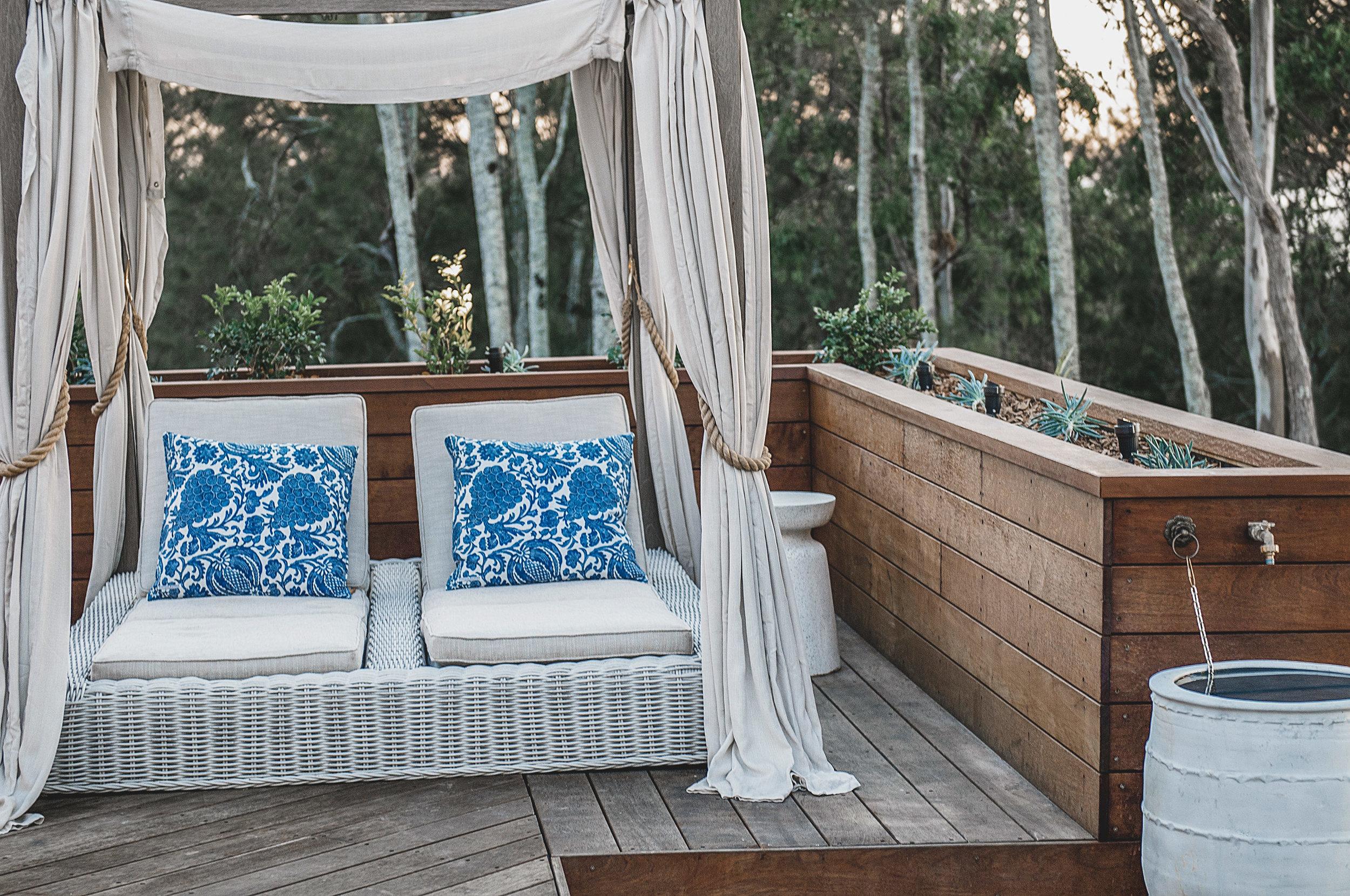 Barellen-2e-Beach-Side-Deck---Canopy-Chaise-DSC_6516.jpg