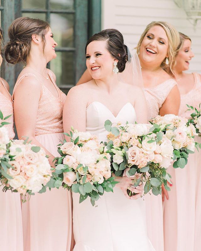 How in the world has it been a year since we got our girl @chelsosbourn married?! Time flies when you're having fun! Happy 1st Anniversary to one of our favorite R+R couples 💕