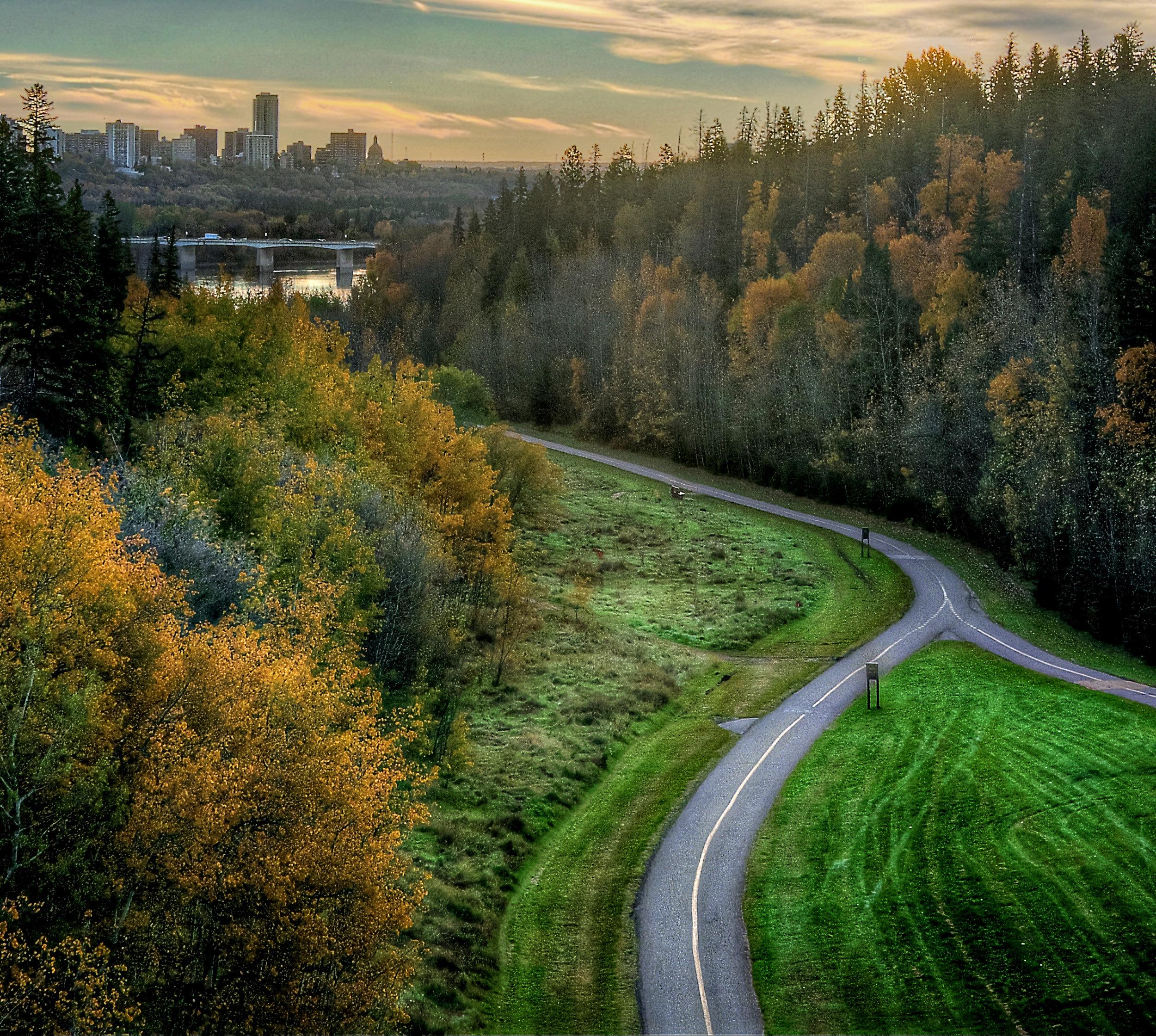 Ravine-Cycle-Path-Edmonton-Alberta-Canada-01A.jpg