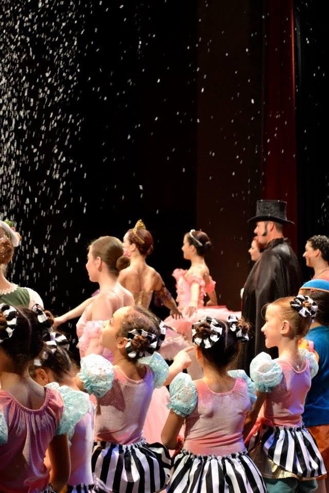 End of show with Drosselmier Kevin Snow.jpg