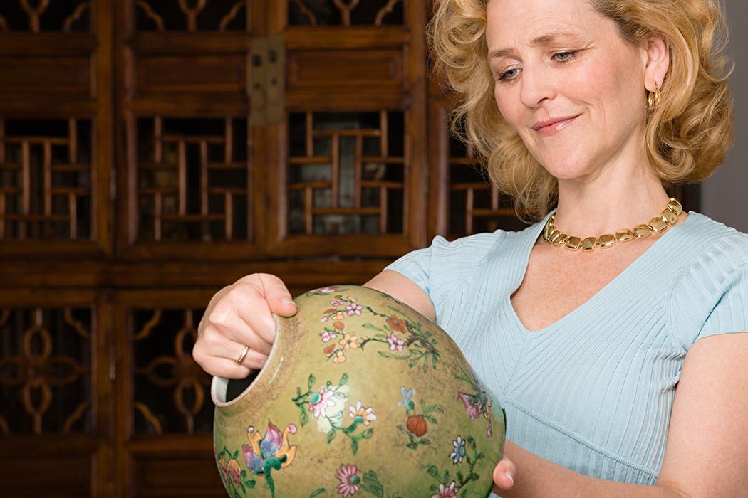 looking at vase.jpg