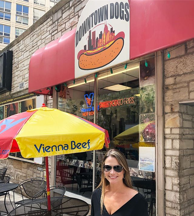 So tasty 😋 #chicagodog #chicagoriverwalk  #chitown #windycity #chicagoillinois #river #city #hotel #deepdishpizza #travel #travelusa #travelphotography #travelblogger #traveling #travelholic #travelholic #travelguide #travelplanner #redpinit #getaway #escape #vacay #vacation #vacationmode #travellife #honeymoon #travelphoto #follow #followme