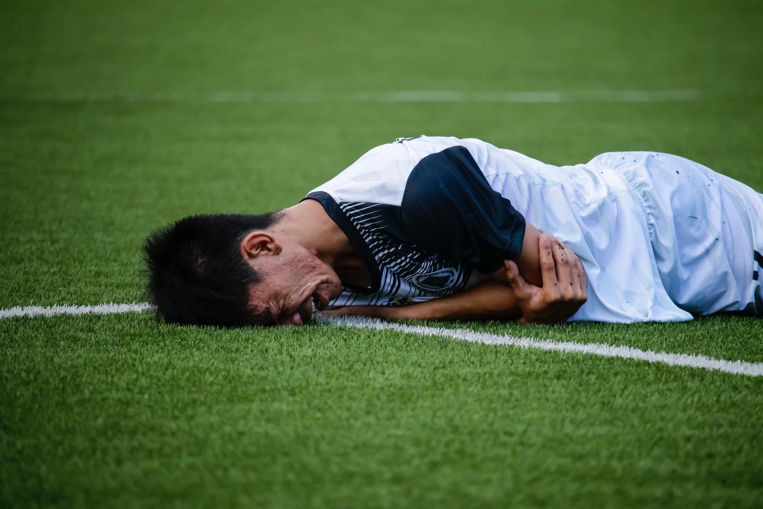 athlete-football-game-1277396.jpg