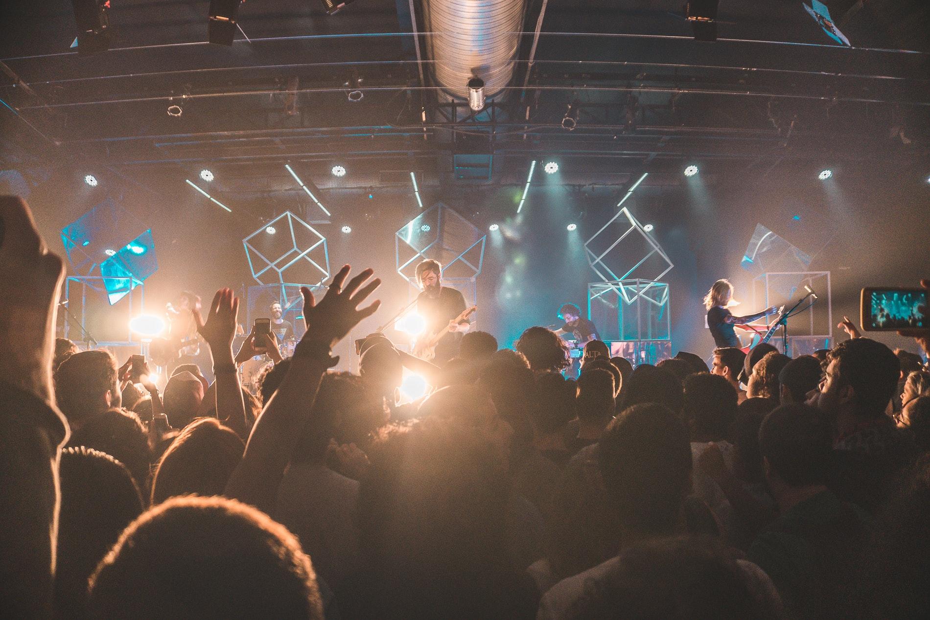 audience-band-blur-518389.jpg