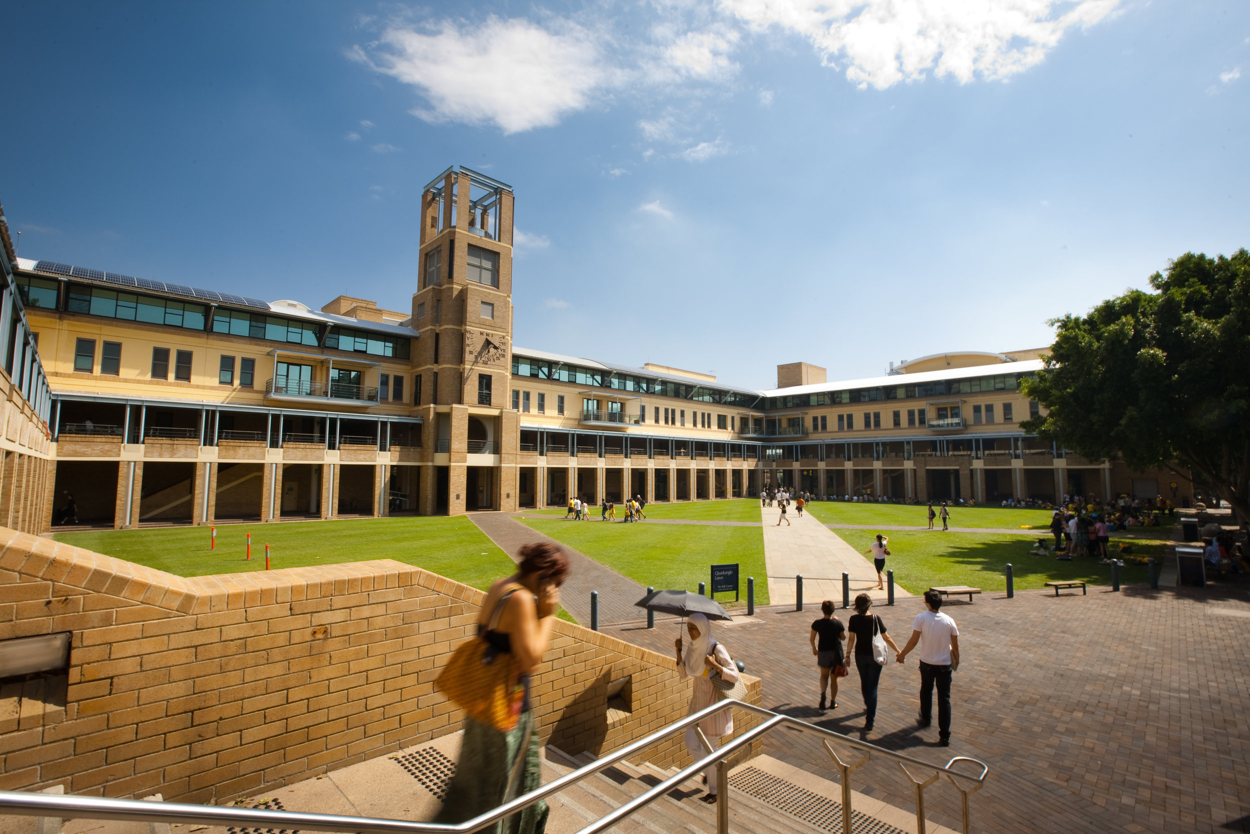 Unsw_quadrangle_building_2010-05-11.jpg