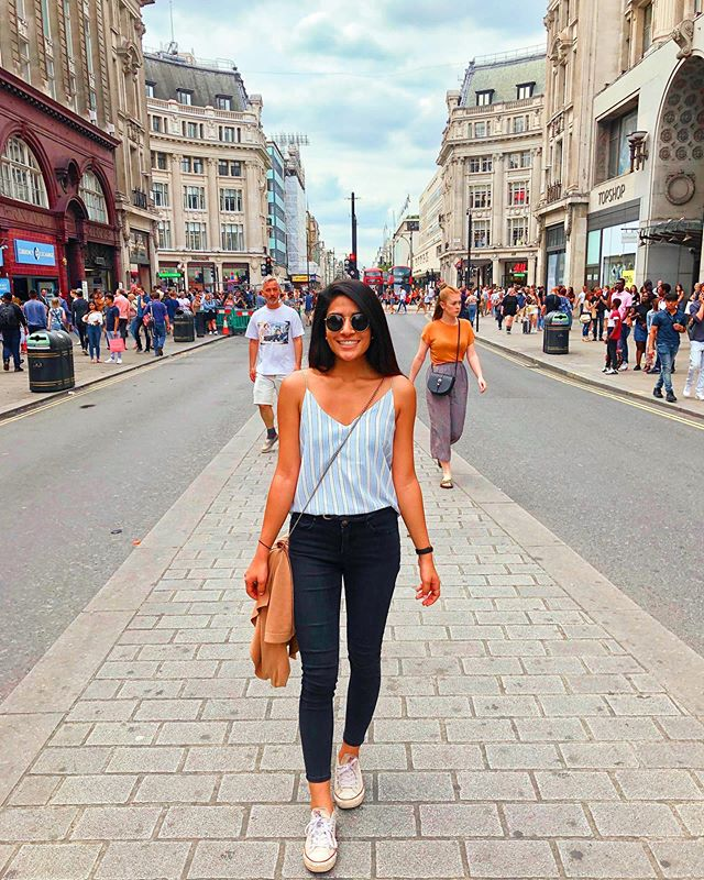 Lost in London✨ . . . #london #oxfordstreet #oxfordstreetlondon #oxfordst #exploringlondon #prettylittlelondon #thisprettyengland #englandexplore #wearetravelgirls #journeysofgirls #travelgirlshub #travelcommunity #besttravelpics #bestcommunitytravel #wanderontravelcommunity #womentravel #travelblog #travelblogger #roaminglondon #roamingengland #roamingnaomi