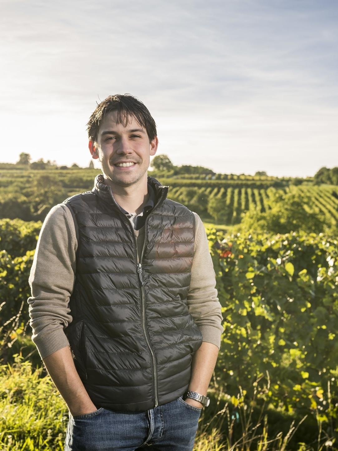 Peter - Durch seine Praktika in Chile und in unterschiedlichen Weingütern in Österreich bringt er frische Gedanken in unseren Betrieb. Neben seinem Beruf als Kellermeister unterstützt er den Familienbetrieb im Keller und im Büro.