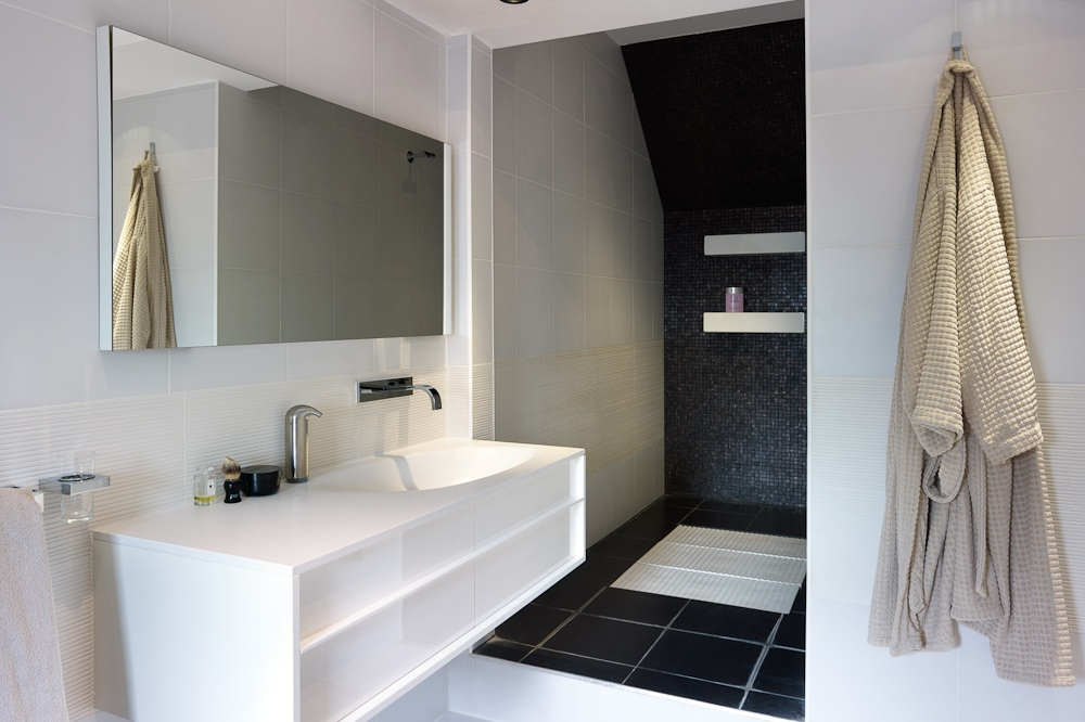 white and black contemporary bathroom