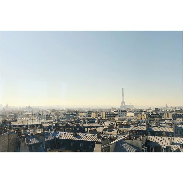 Meetings with a view. #parisisalwaysagoodidea #skyline #eiffeltower #meetingwithaview #seekerofeverydaymagic #artofvisuals #urbanismo #archidaily #archilovers #architectureporn #architecture #city_explore #livethelittlethings #mytinyatlas #passionpassport #travellife #travelandlife #finditliveit #liveunscripted #theartofslowliving #pursuepretty #petitejoys #thehappynow #paris