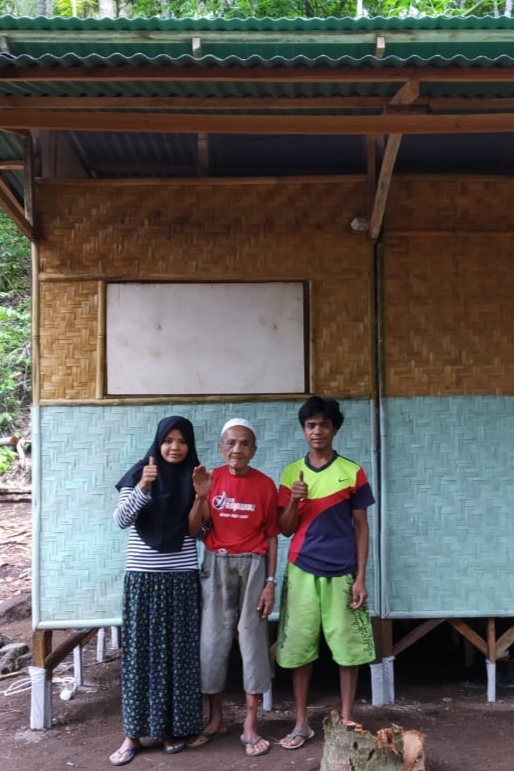 House.09 - Amak Sahdin & familyNumber of residents: 3Location: Tandjung, Lombok