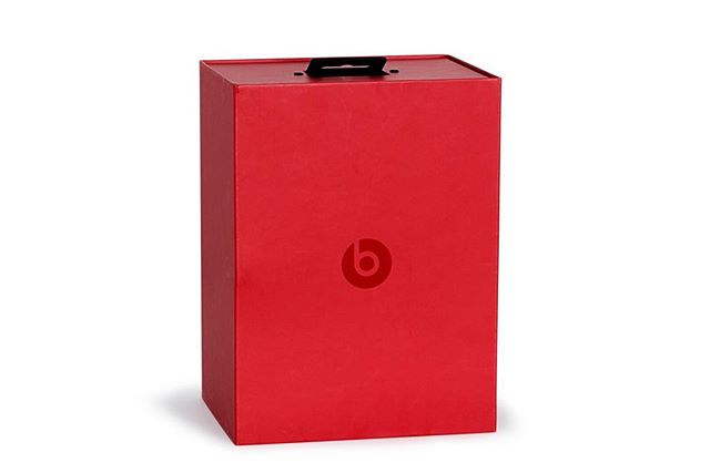 We understand that packaging needs to be👌🏼 in order to create that all important first impression for your product ❤️ Great unboxing experiences help to create these moments... @beatsbydre ⁣⠀ #premiumpackaging #packaging #customboxes #unbox #unboxingexperience #headphones #customdesign #custompackaging #luxurypackaging #lifestyle #boldcolour #packrebels