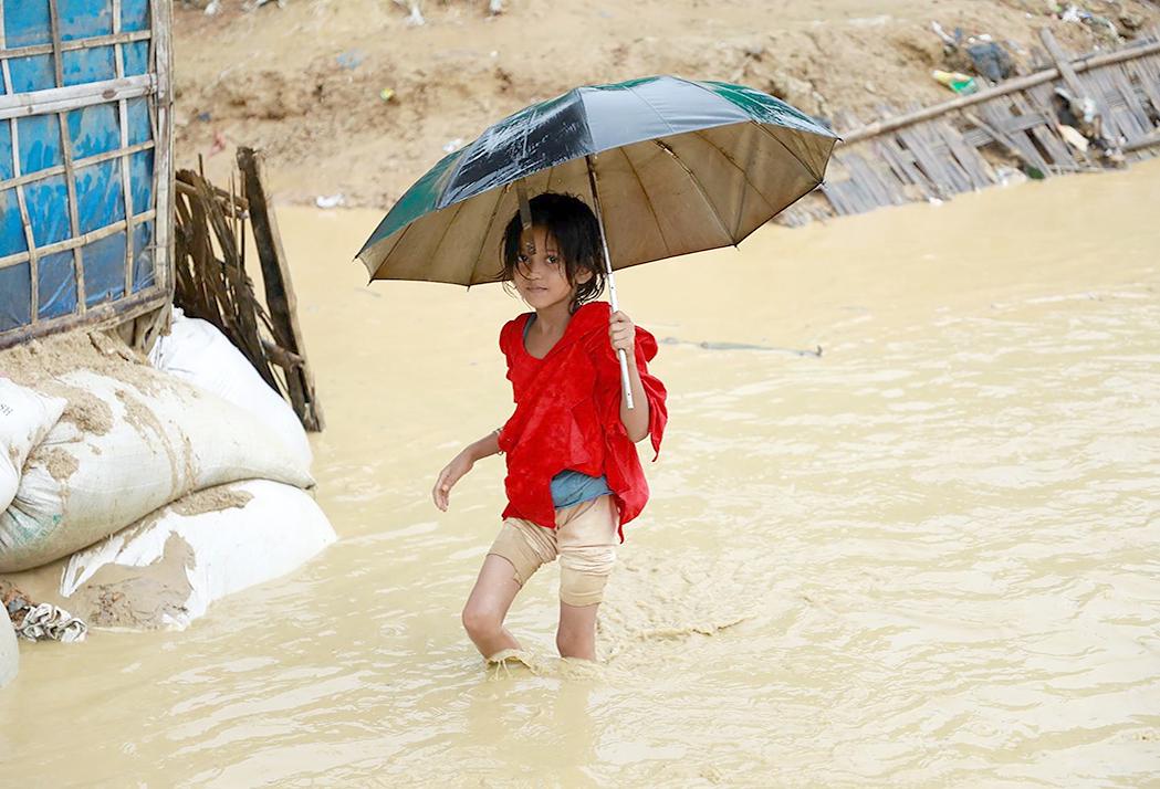 bangladesh-monsoon-flooding-rohingya-young_girl_with_umbrella.png