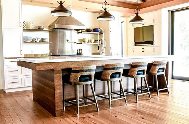 It's not everyday that Batteaux Creek Kitchens gets to work on such special pieces, but when we do, we do it right. This quarter sawn white oak island is truly a masterpiece. The island is 12' long and was built and delivered as one unit! A lot of time and  attention went into all the design details, including book matching the wood grain all away around. ➡️to see the front view. #batteauxcreekkitchens #quartersawnwhiteoak #bookmatching #woodisland #customkitchens