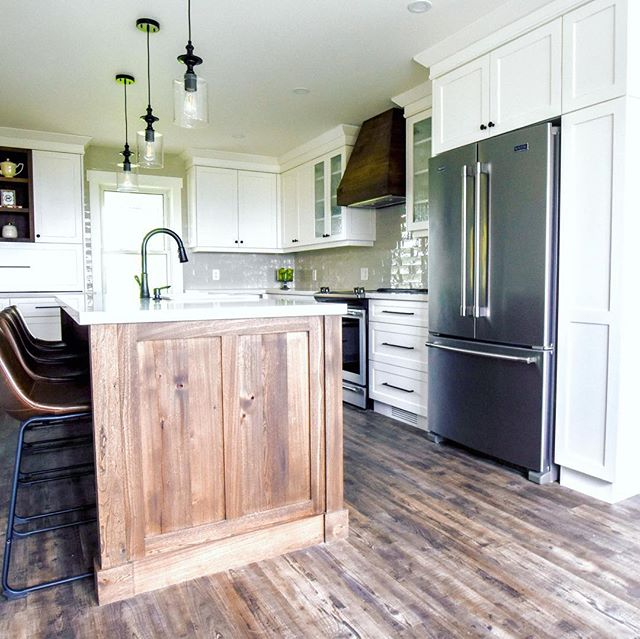 So excited to be showing this farmhouse kitchen. This project was near and dear to my heart. When my sister asked me to design her the kitchen of her dreams I couldn't wait to get started. By switching up the layout of her house and placing the new kitchen in her old living room we were able to provide her with much needed storage and a warm inviting space to gather with family and friends. Swipe ➡️ to see all the little details that truly make this kitchen function as the ❤️ of their home. #batteauxcreekkitchens #farmhousekitchen #kitchensaretheheartofthehome #whiteweardownfinish #antiqueelmaccents #hiddenstorage