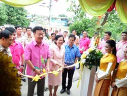 Governor of Saeraburi Prov., Hon. Wichien Puttiwinyu, presiding