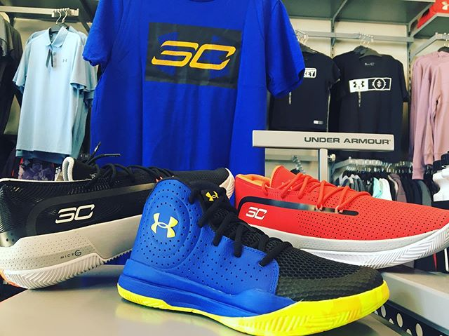 Our new UA SC 3ZERO Collection has arrived! Featuring the all-new 3ZERO ||| basketball shoes! Find your perfect fit and hit the court today👌🏀. . . . #frontrowsports #underarmour #sc30 #ballin #drainthrees #shoplocal