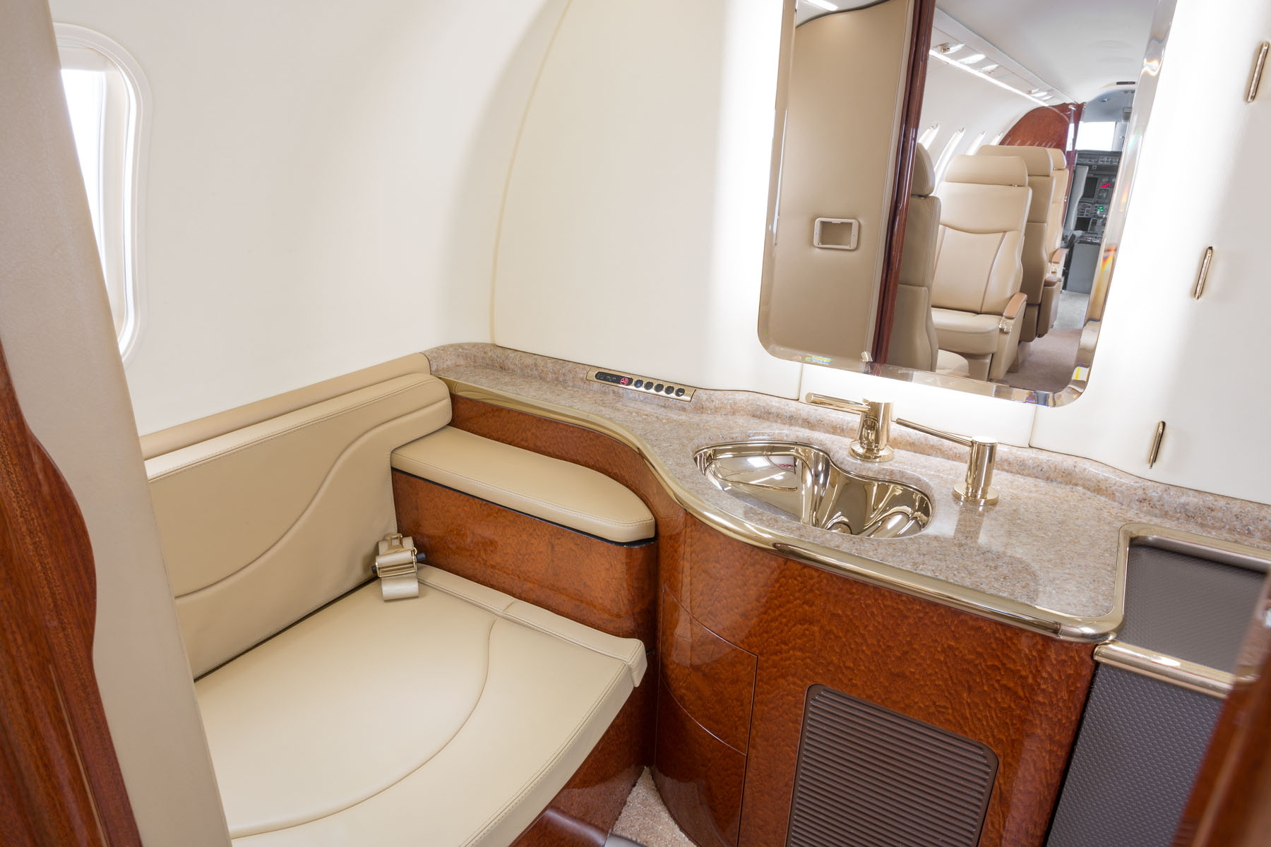 Lear-45-Interior4_light-Jet_Legacy_Aviation_Private_Jet_NetJets_Jet_Charter_TEB_VNY_MIA_PBI_FRG_SFO_FLL_FXE_BED.jpg.jpg