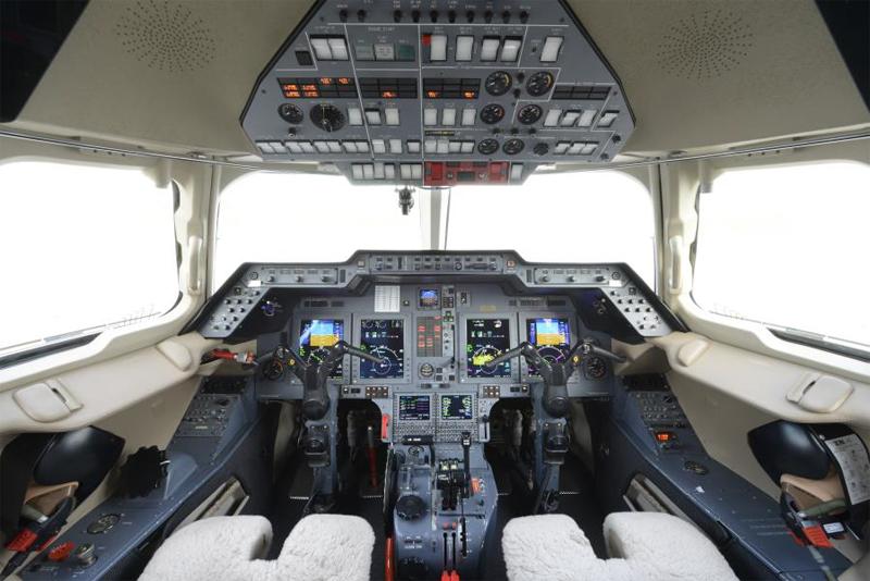Hawker-800XP_Mid Jet_ECockpit_Legacy_Aviation_Private_Jet_NetJets_Jet_Charter_TEB_VNY_MIA_PBI_FRG_SFO_FLL_FXE_BED.jpg