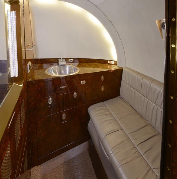Hawker-800XP_Mid Jet_Int-4_Legacy_Aviation_Private_Jet_NetJets_Jet_Charter_TEB_VNY_MIA_PBI_FRG_SFO_FLL_FXE_BED.jpg