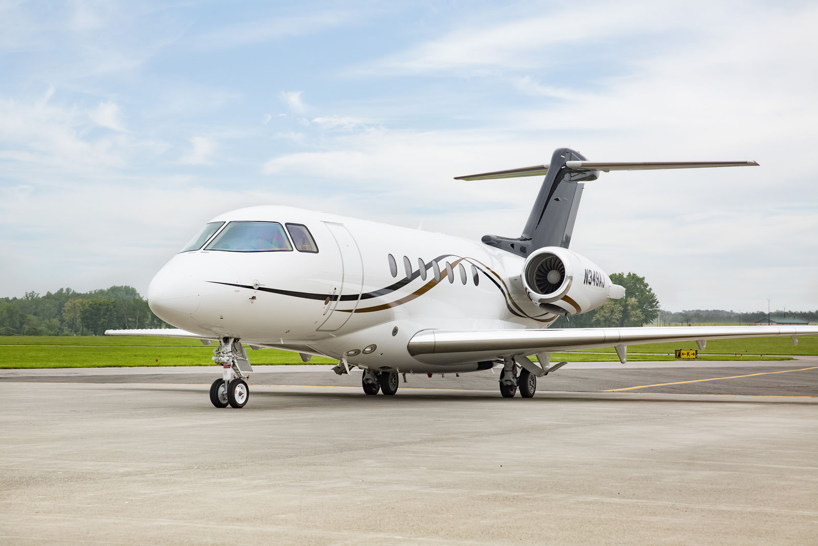 HAWKER4000_LEGACY_AVIATION_GROUP_SUPER_MID_JET2.jpg