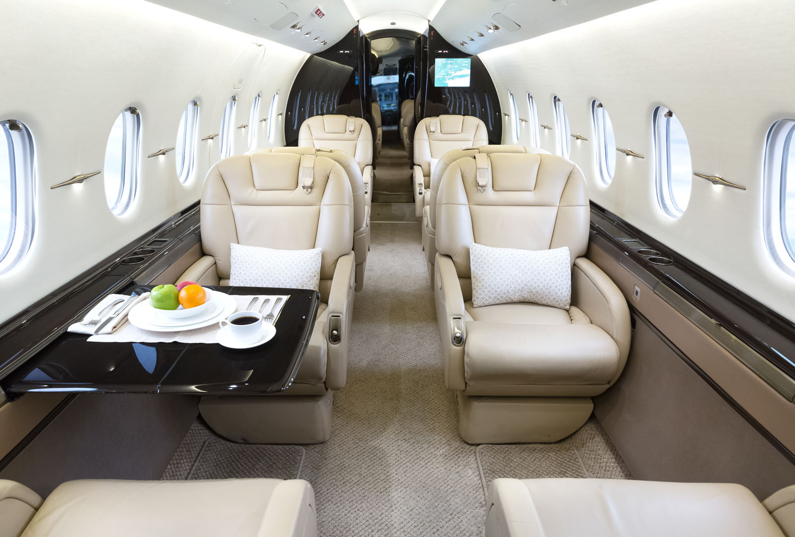 HAWKER4000_LEGACY_AVIATION_GROUP_SUPER_MID_JET6.jpg
