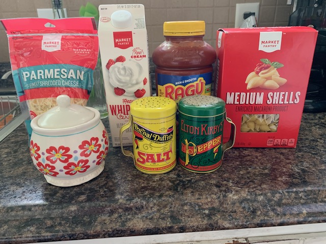 These are all the ingredients you need. We use #Ragu sauce because my kids like it best. When I want to take longer, I just make homemade sauce, but don't complicate your life. Just buy the jar!