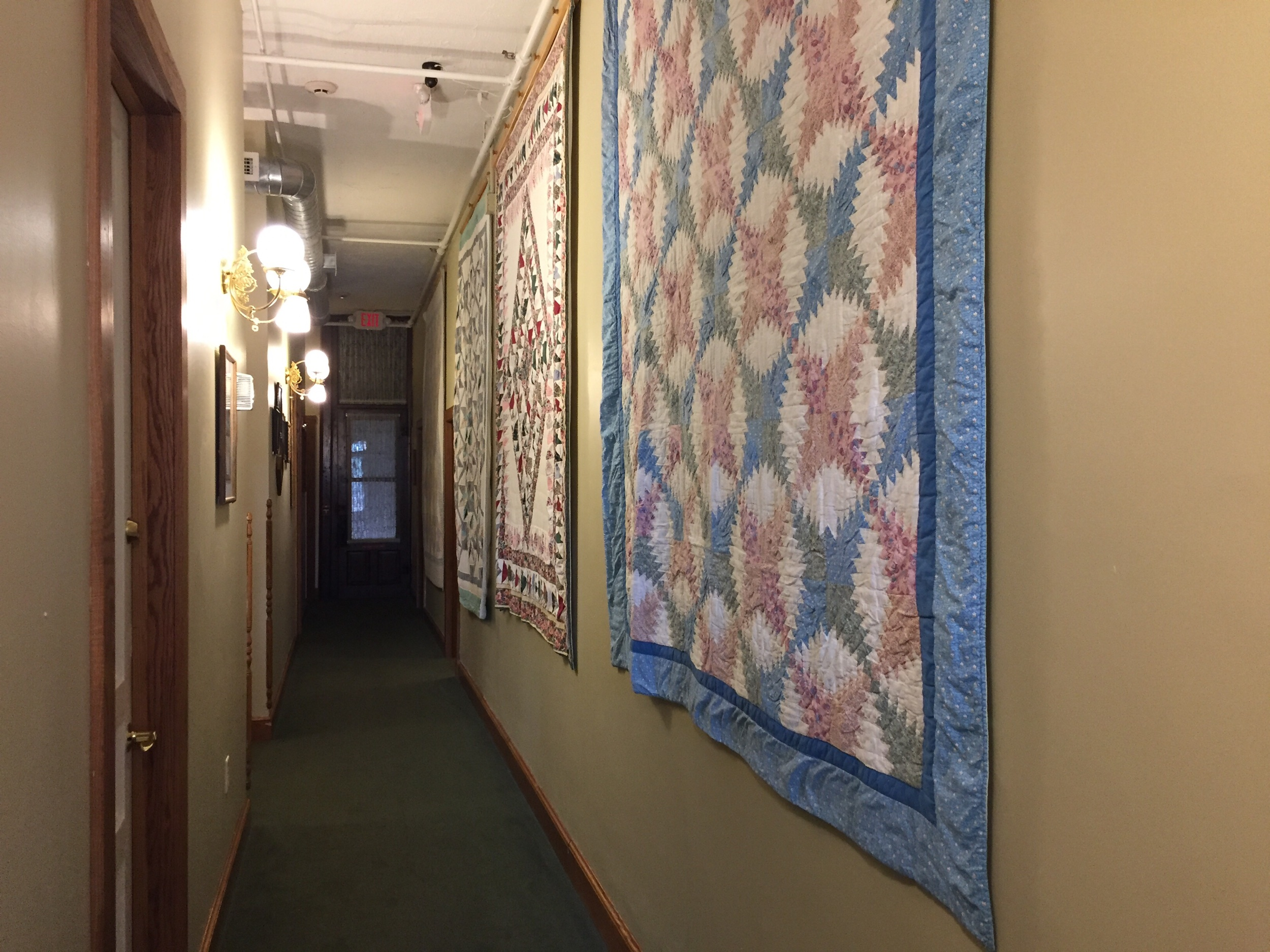 Quilts at hotel millersburg in ohio