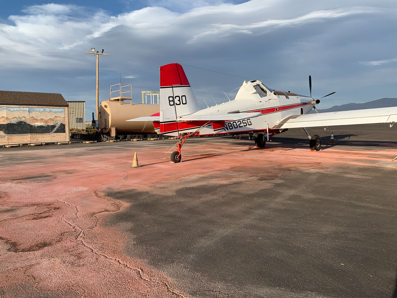 Retardant dropping air attack plane
