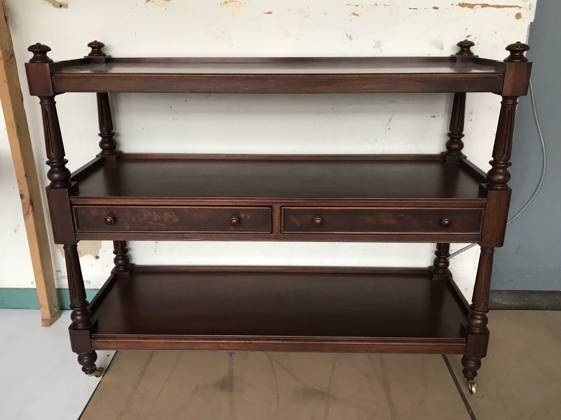 ETAGERE ON CASTERS