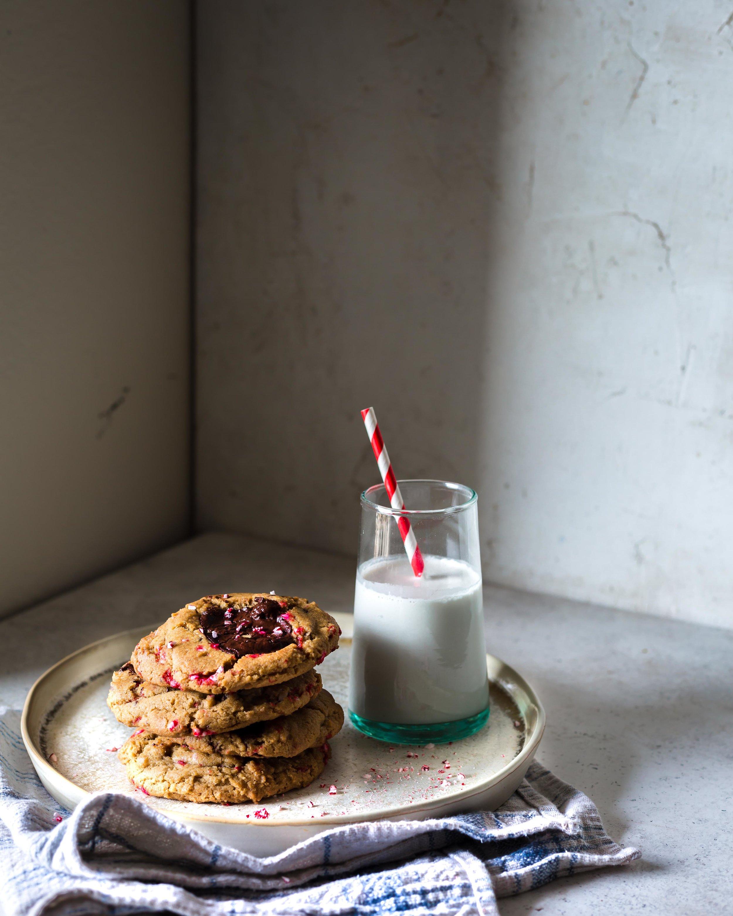 chocolate chip peppermint cookies_beyondthebayoublog-2.jpg
