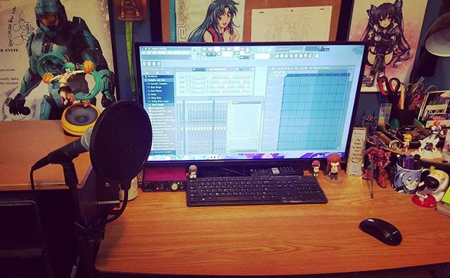 You know what they say- a clean workspace is a happy workspace...or something like that anyway. Diggin' my new set-up. Now it's time to get back to work! #NewProject #October2017