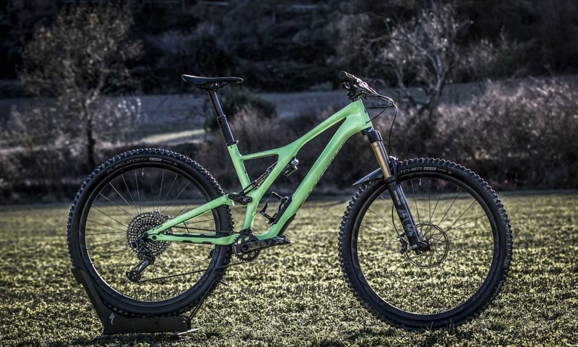 The Stumpjumper (standard version) is offered in 29- and 27.5-inch options. The S-Works 29er shown above has a 150-millimeter travel fork combined with 140 millimeters of rear-wheel travel.