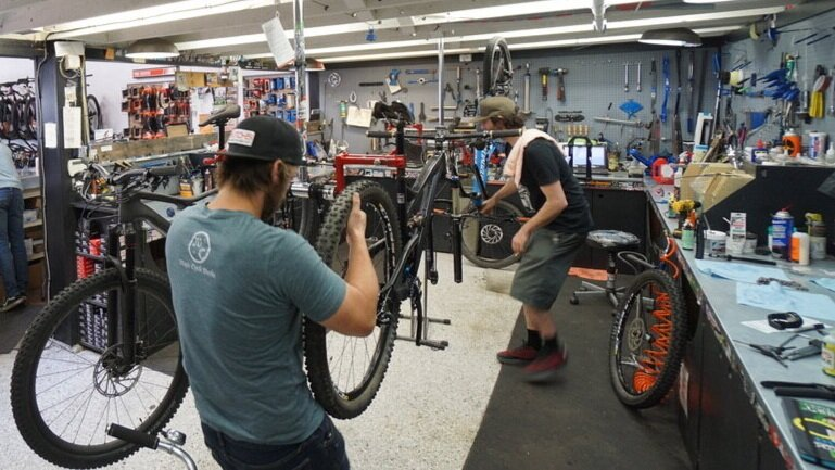 Hutchs_Bicycles_Bend_Westside_Store_9.jpg