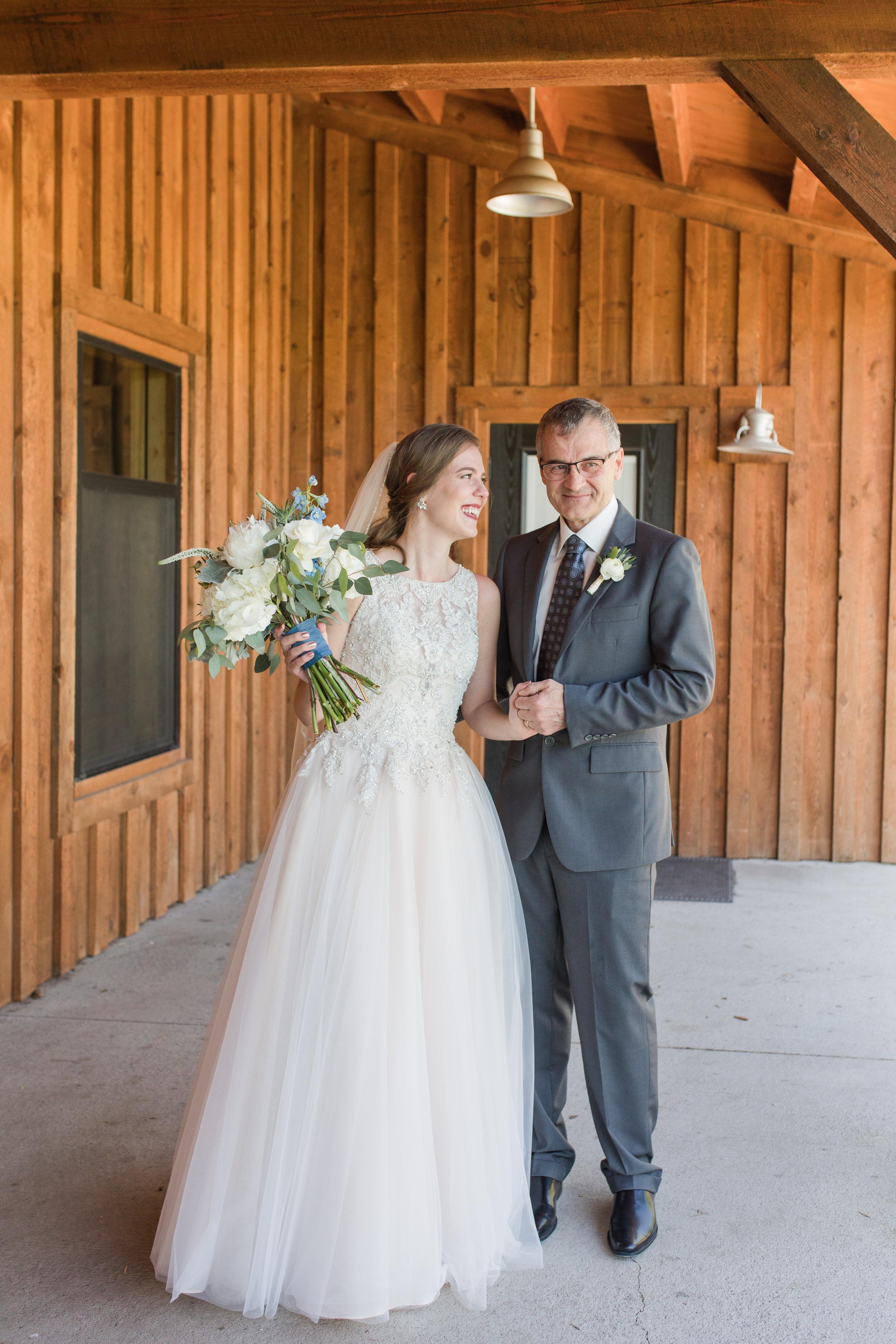 BrideFristLookWithDad