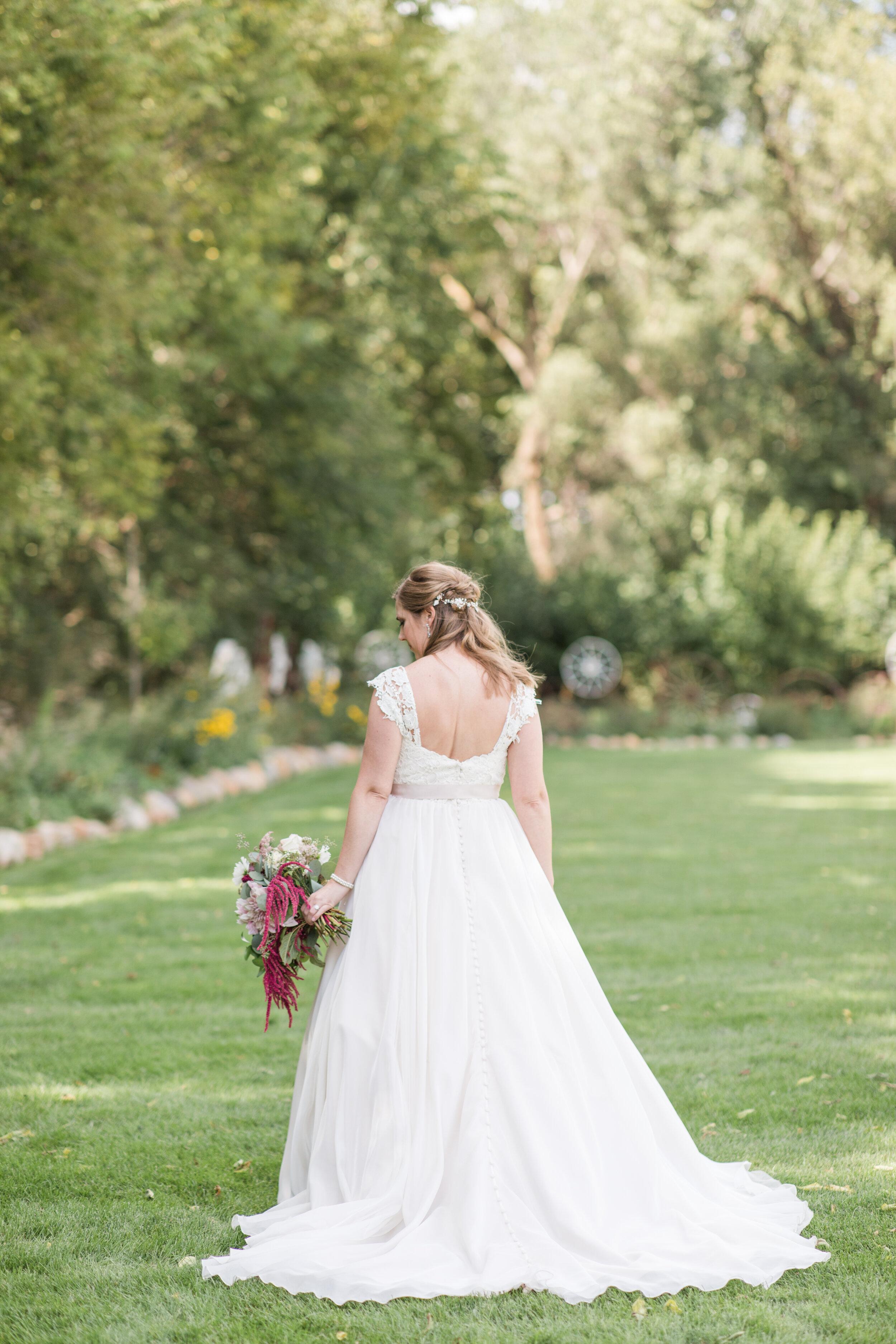 BrideMaroonandBlushBarnWedding