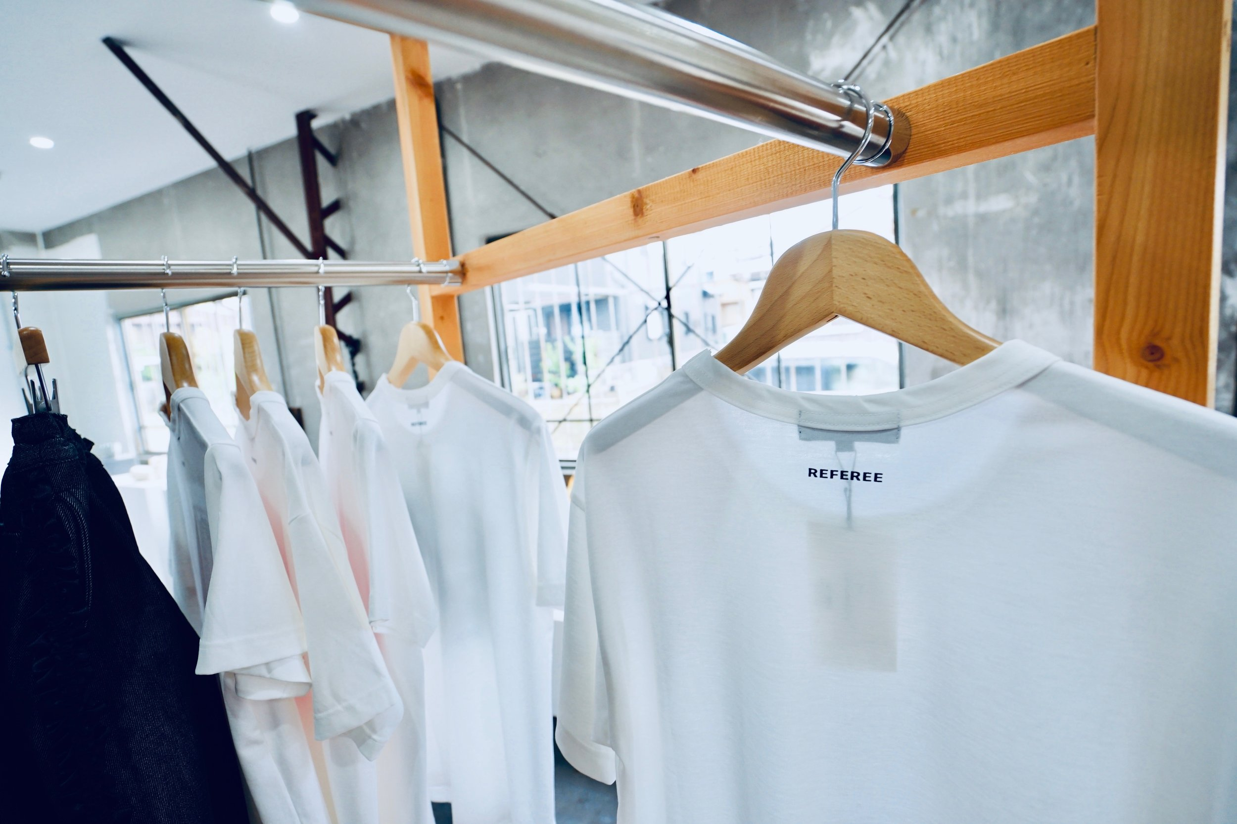 COLOR:WHITE  SIZE:S,M,L,XL  FABRIC:COTTON 100%  PRICE:PRINT ¥12,000+TAX  NORMAL ¥9,500+TAX