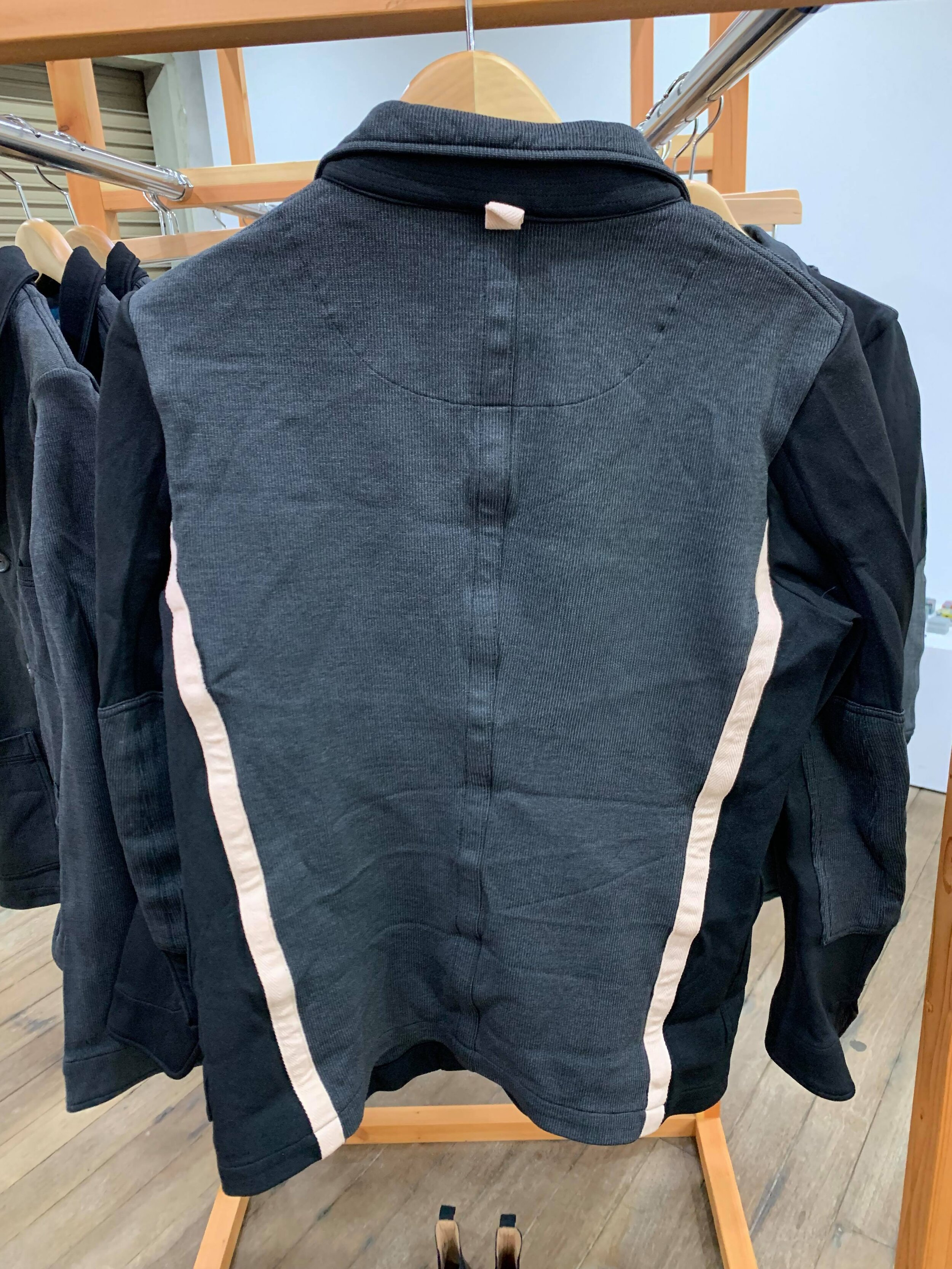 COLOR:BLACK,GREY  SIZE:S,M,L  FABRIC:POLYESTER  ¥75,000+TAX