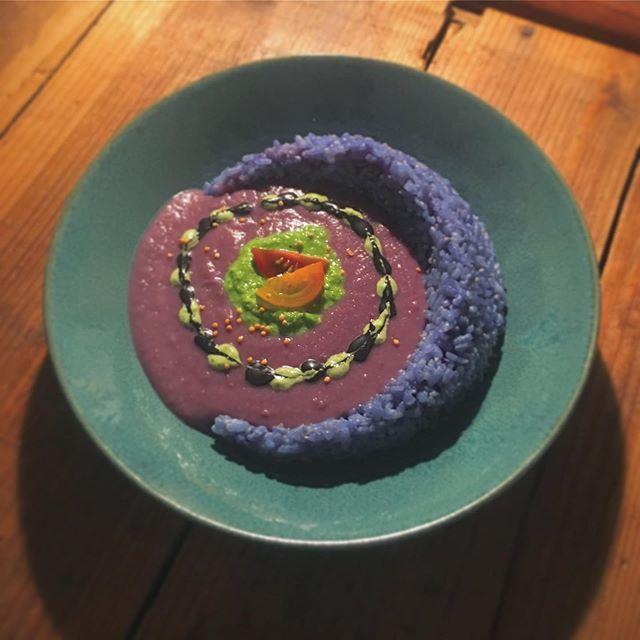 紫芋と紫キャベツのカレーとバタフライピーフラワーライス #vegan #vegancafe #asakusacafe #ビーガン #asakusa #浅草カフェ #veganfood #vegantokyo #vegancafe #tokyocafe