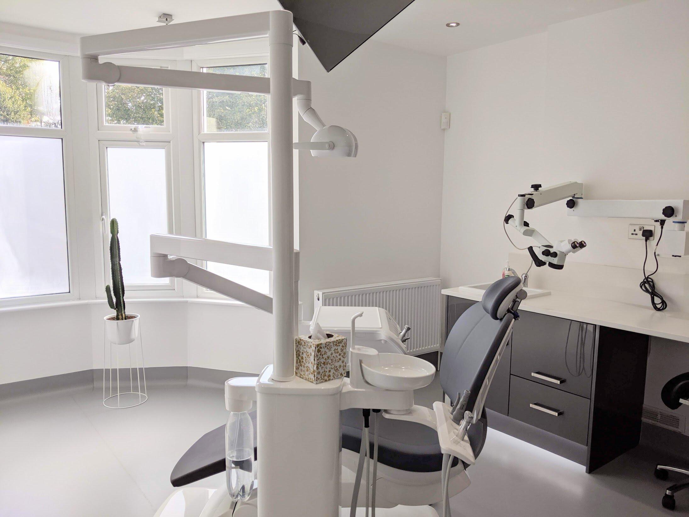 The-Finchley-Dentist-S1.jpg