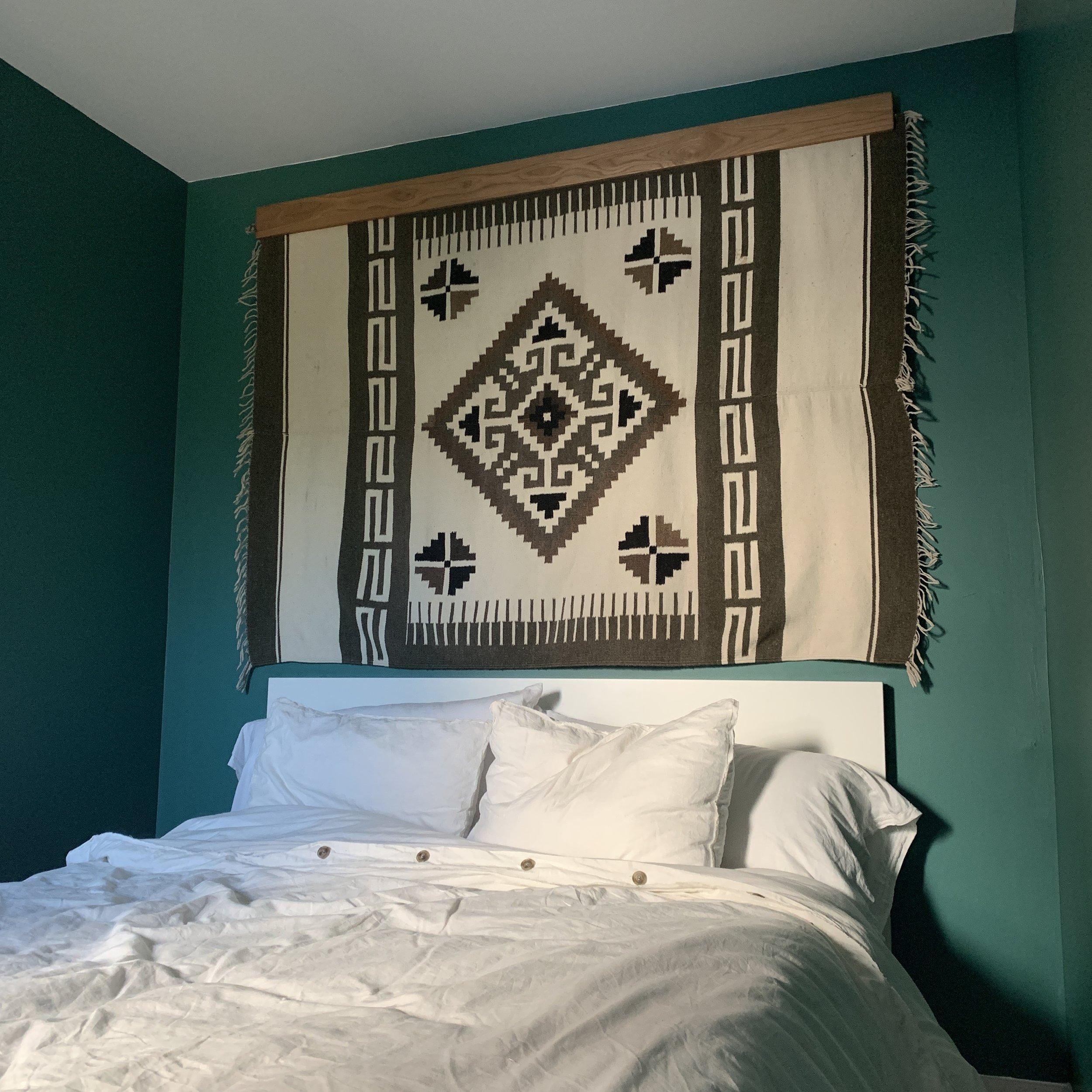 tapestry holder