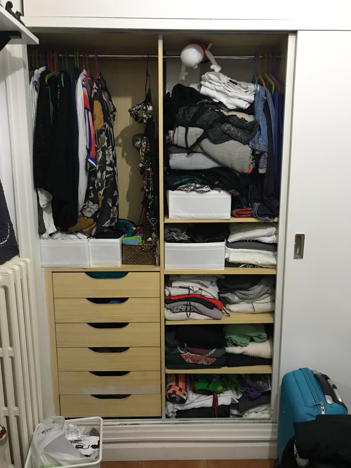 sesión de organización de armario completo.  El antes.