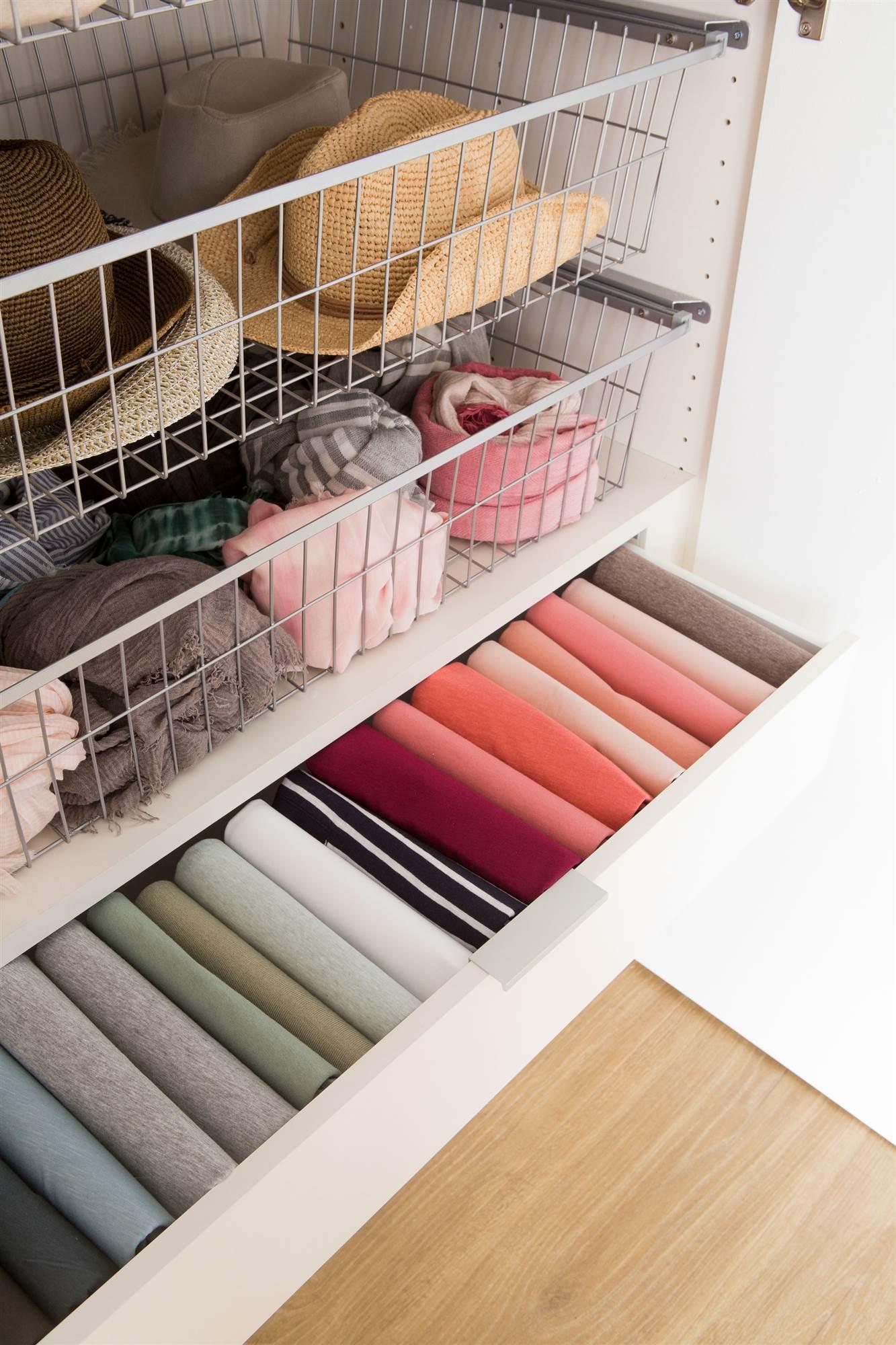 cajones-de-armario-con-ropa-y-complementos00456565-o_b0a60aeb_1333x2000.jpg